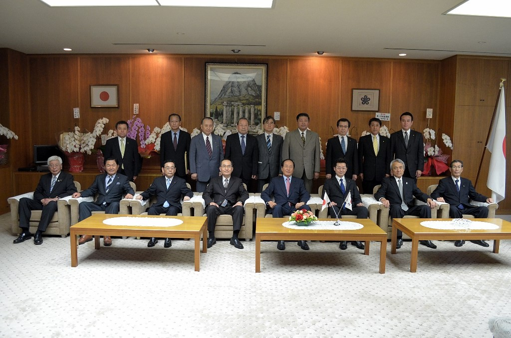 写真中央(左から5番目) 辛 卿植 副会長