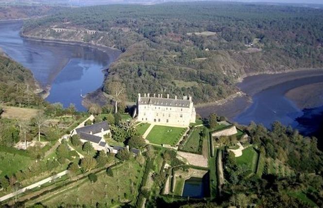 Ploézal, le château de la Roche-Jagu dans un méandre du Trieux