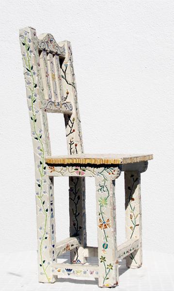 """Cadeira Bordada"""