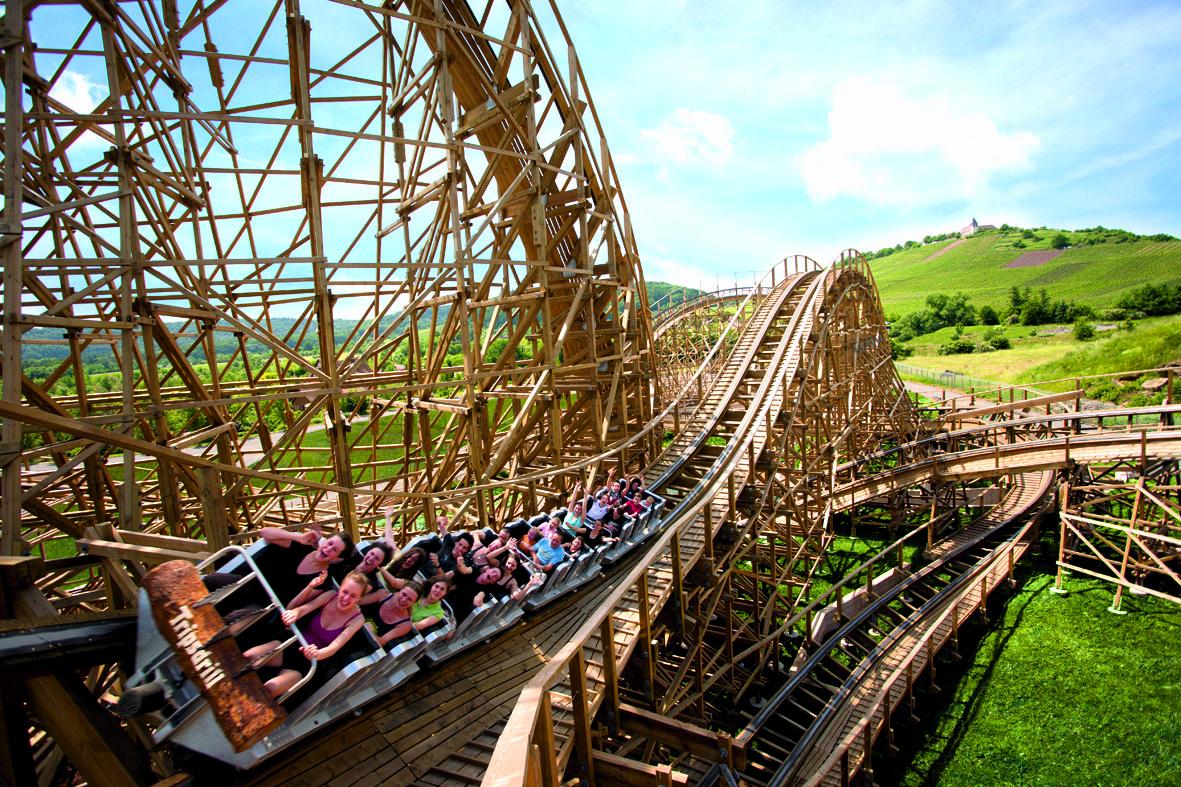 Holzachterbahn Mammut - Brettern Sie mit über 80 Sachen durch die riesige Sägemühle