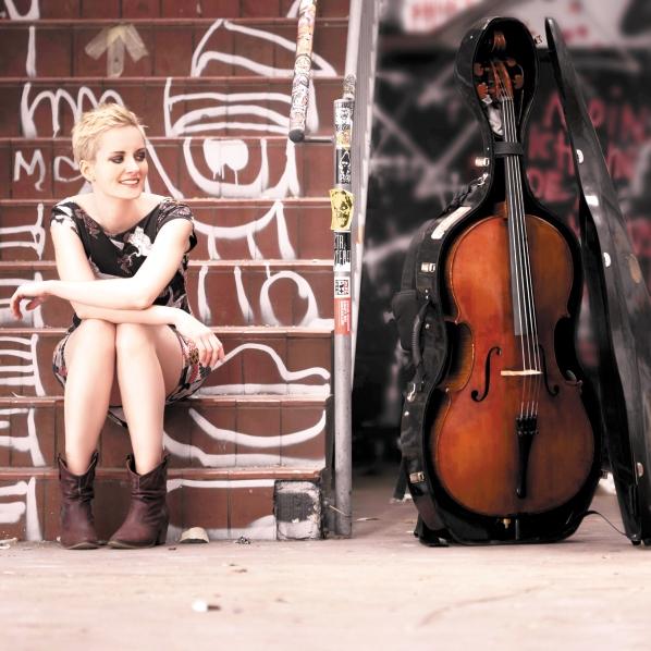 Eine Kollegin die Mut macht: Die singende Cellistin MARA abseits des klassischen Wegs