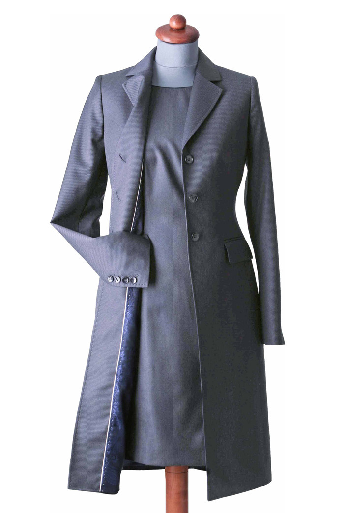 Etuikleider mit mantel