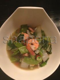 Mangoldsuppe mit Garnelen