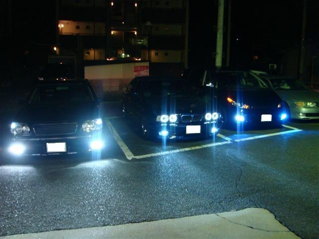 左から 17クラウンアスリート、BMW5シリーズ、30エスティマ