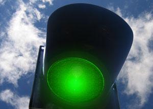 Bild von einer auf Grün geschalteten Ampel