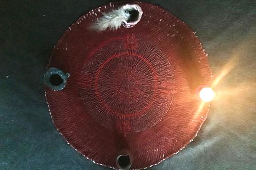 Schamanische Mesa mit den Elementen Feuer, Wasser, Erde, Luft
