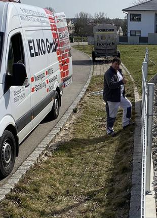 Foto: ELKO Fahrzeug vor Baustelle - ELKO GmbH, Eichstätt, Bayern | Innenputz Auussenputz Wärmedämm-Verbundsysteme