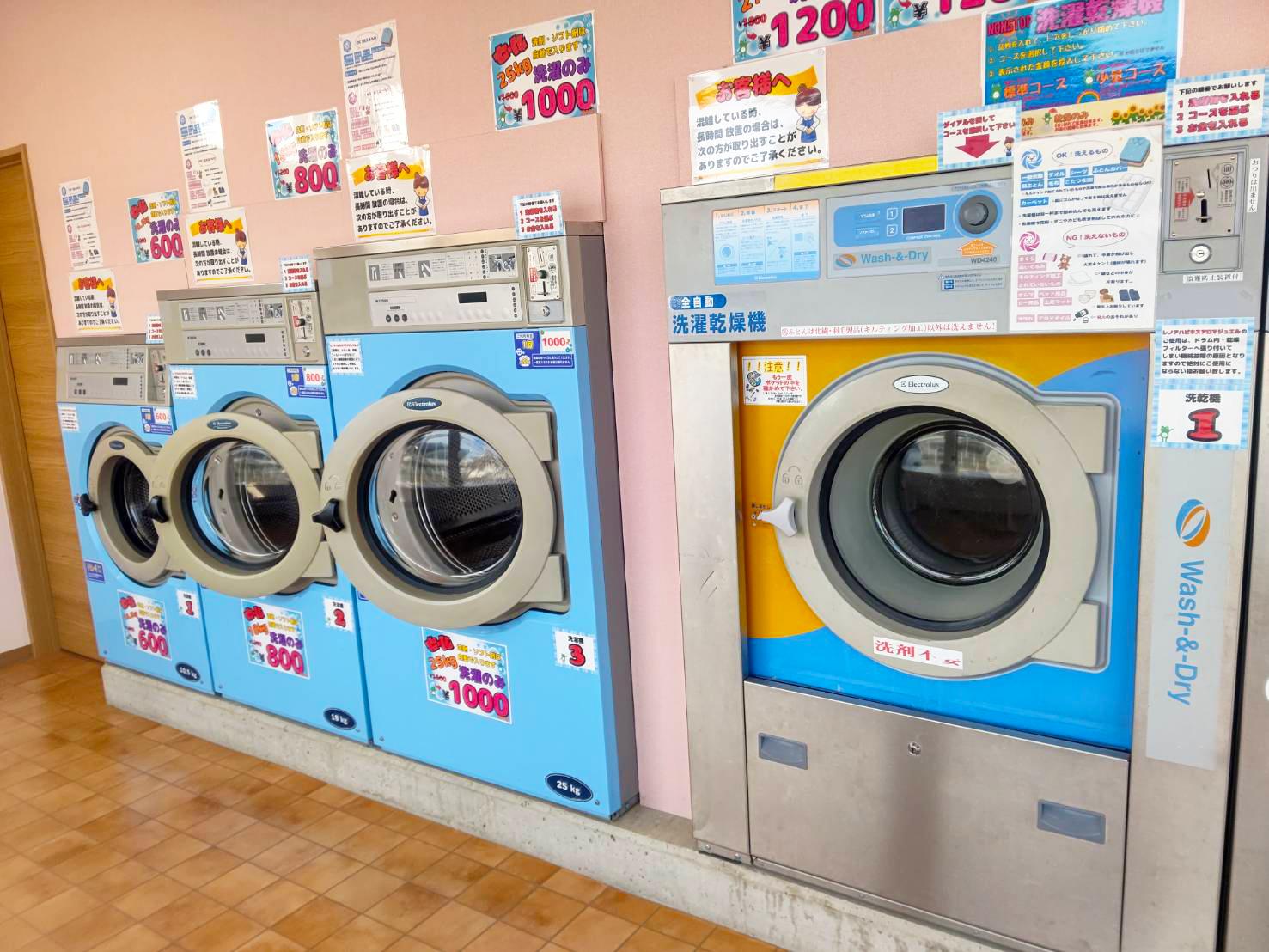 洗濯機3台と洗濯乾燥機1台の合計4台セット(エレクトロラックス)