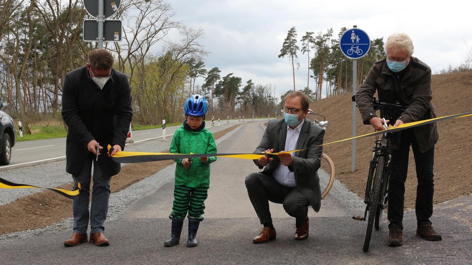 Neuer Radweg an der Kreisstraße frei