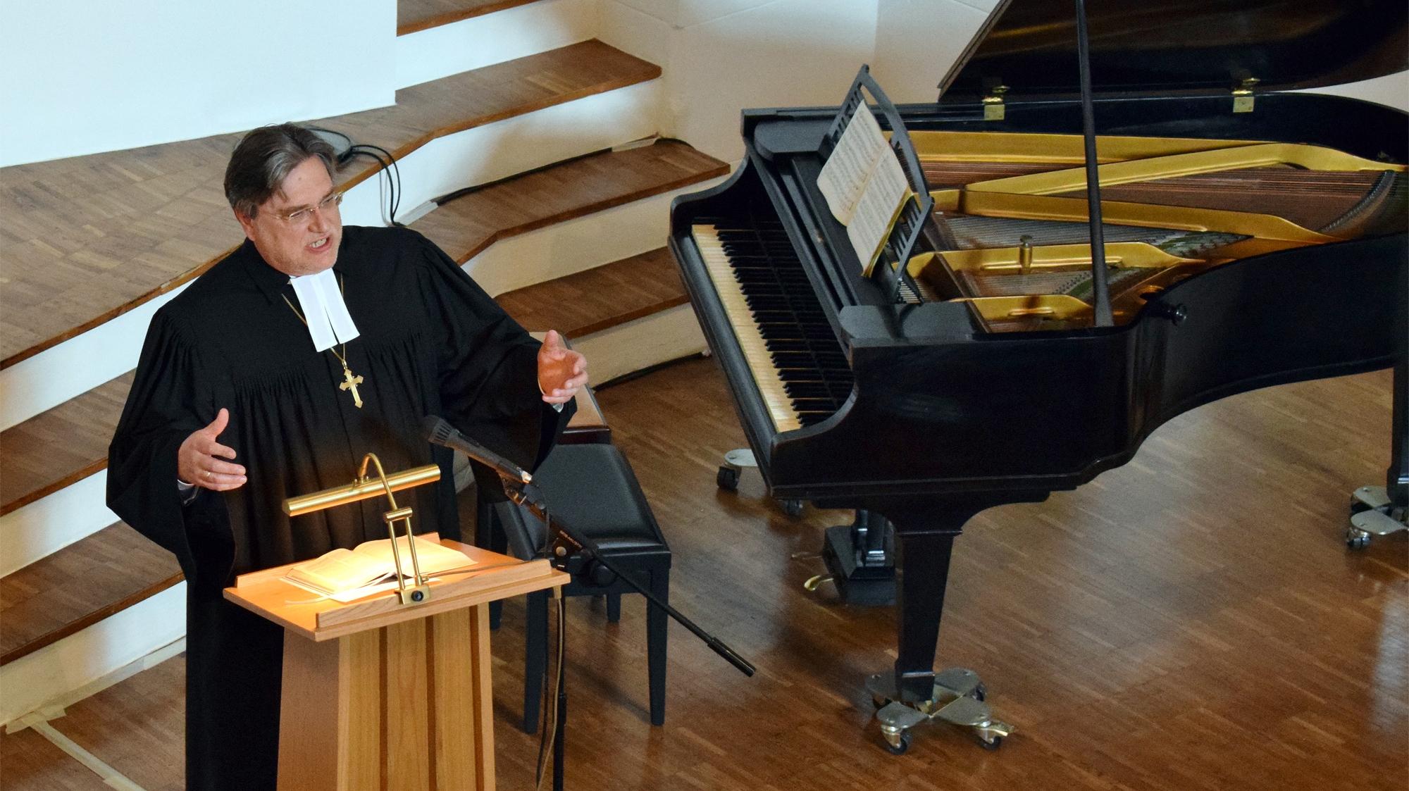 Kirchenpräsident Joachim Liebig während der Predigt (Urheber © Kanzlerstiftung)