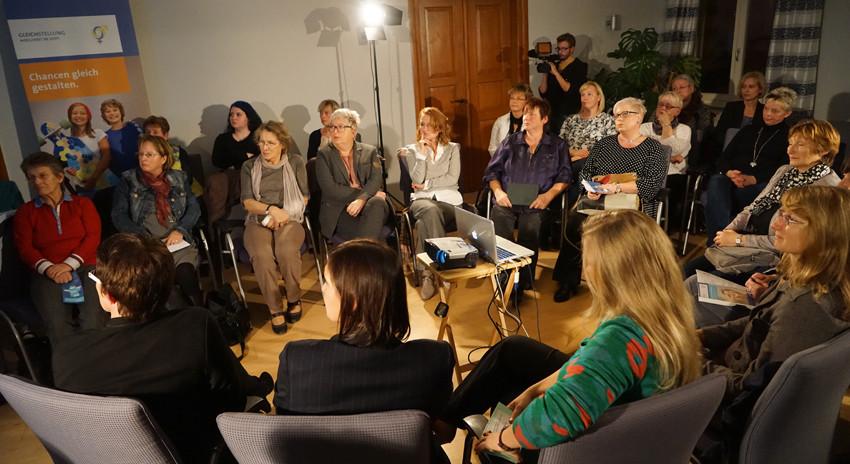 über 30 Frauen sind der Einladung der beiden Politikerinnen gefolgt