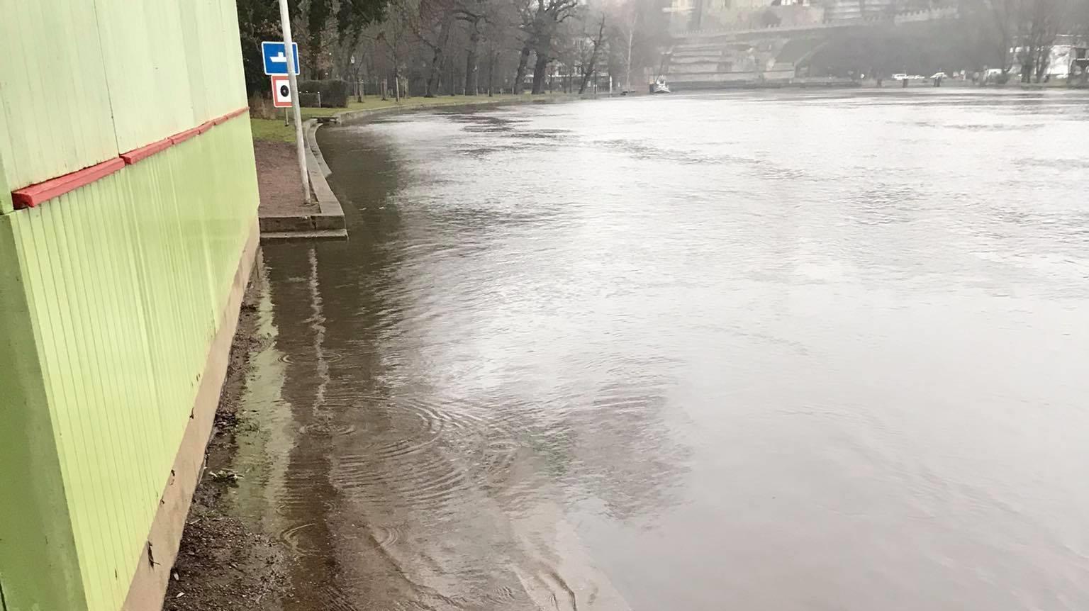 Saale in Bernburg steigt weiter
