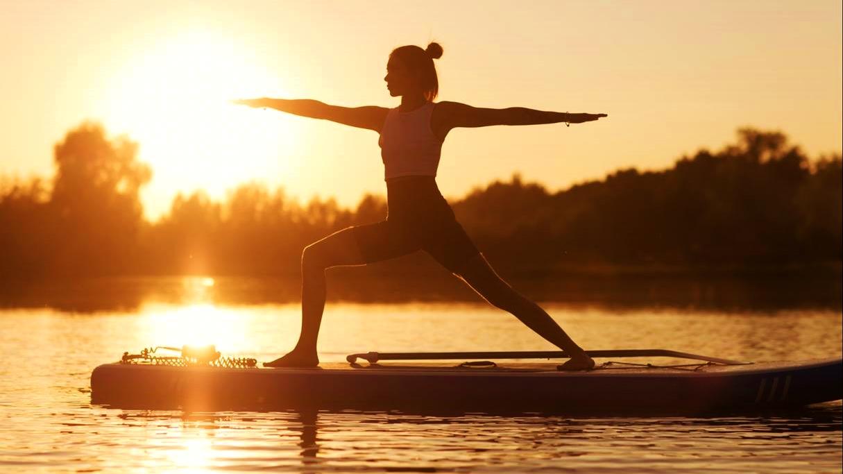 SUP-Yoga, der ultimative Flow auf dem Wasser