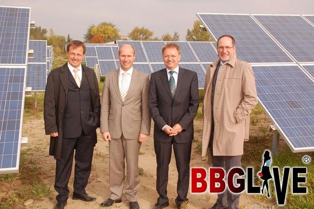 Jens Bühligen, OB Merseburg  Karsten Rogall, GF SOLSA GmbH   Gerald Bieling, GF SOLSA GmbH  Henry Schütze, OB Bernburg
