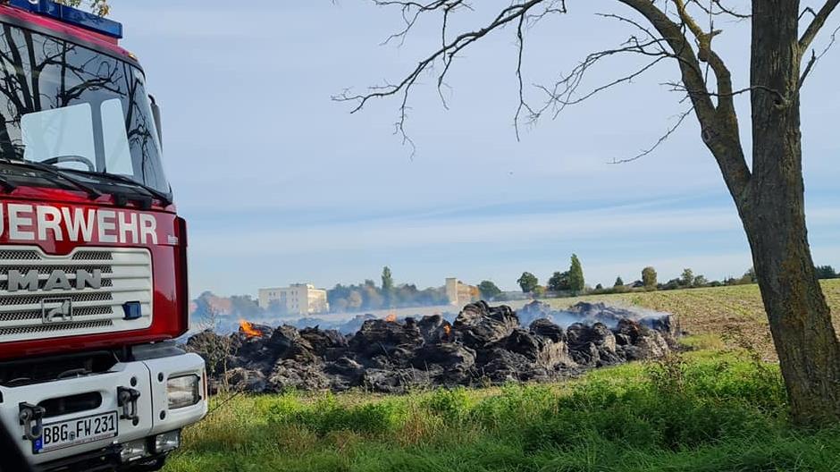 Brandermittlungen nach Strohballenbrand in Bernburg