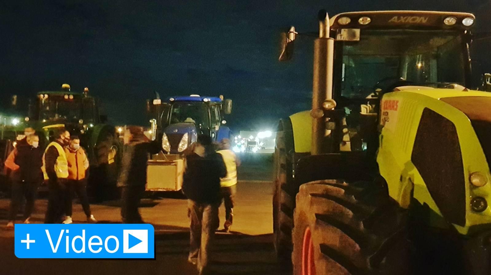 Traktoren blockierten Zufahrten der Zentrallager LIDL, EDEKA und ALDI