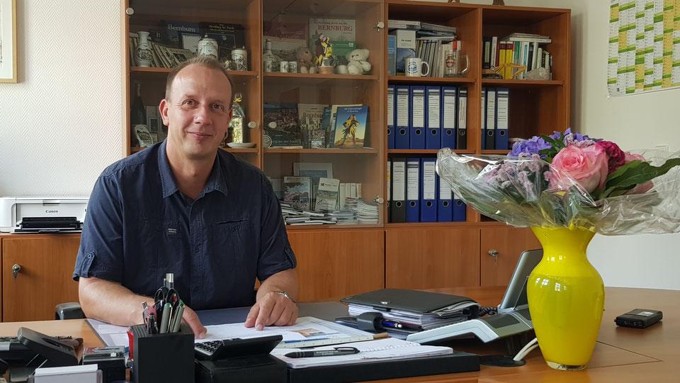 Thomas Gruschka gratuliert Frau Dr. Silvia Ristow zum Wahlsieg