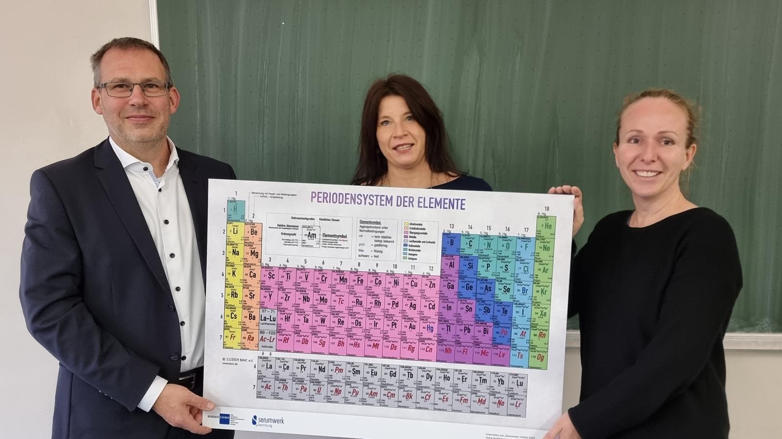 Eine gute Mischung: 1.600 Euro Spende für einen spannenden Chemie-Unterricht
