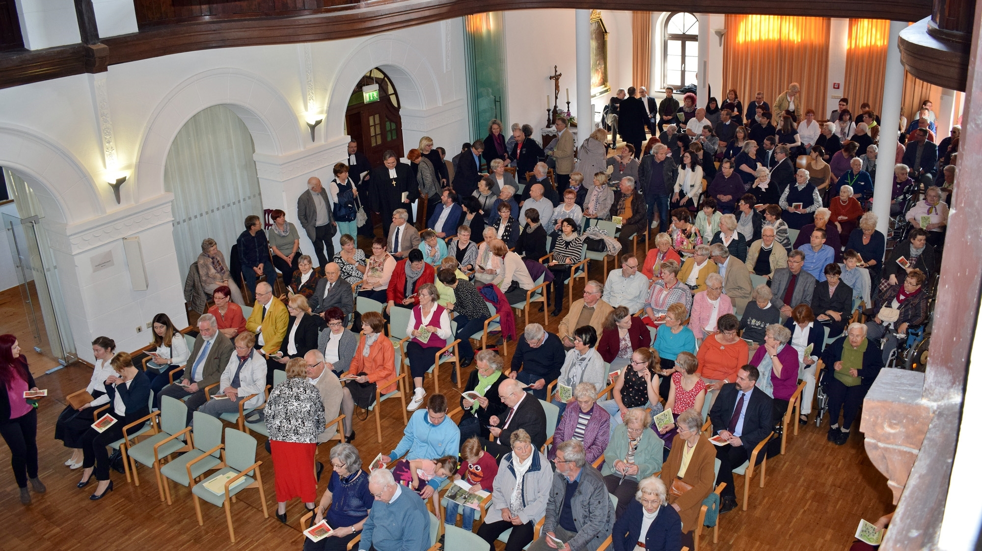 Viele Gäste drängten in den Stiftssaal (Urheber © Kanzlerstiftung)