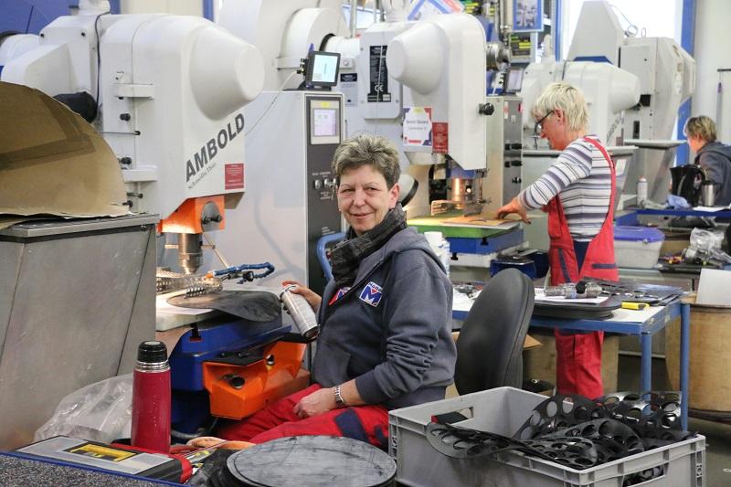 Foto: Salzlandkreis, Alexandra Koch - Eine Mitarbeiterin der Firma Möller