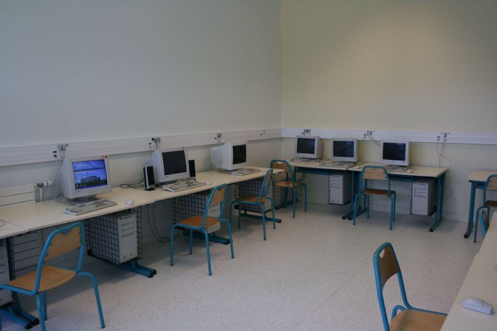 Salle de formation informatique du centre