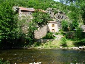 le Moulin près de la rivière