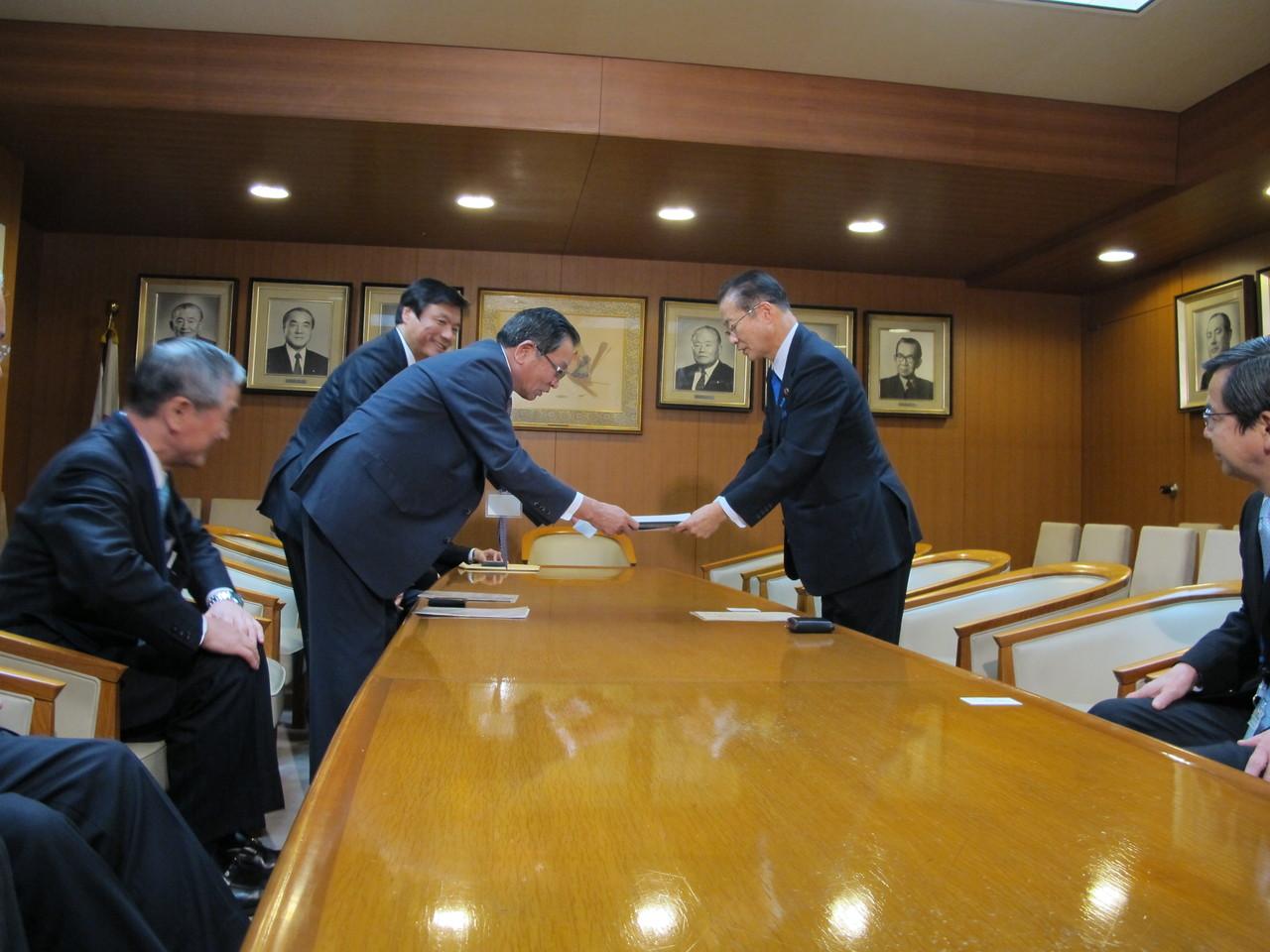 河村建夫リニアコライダー国際研究所建設推進議員連盟会長への要望