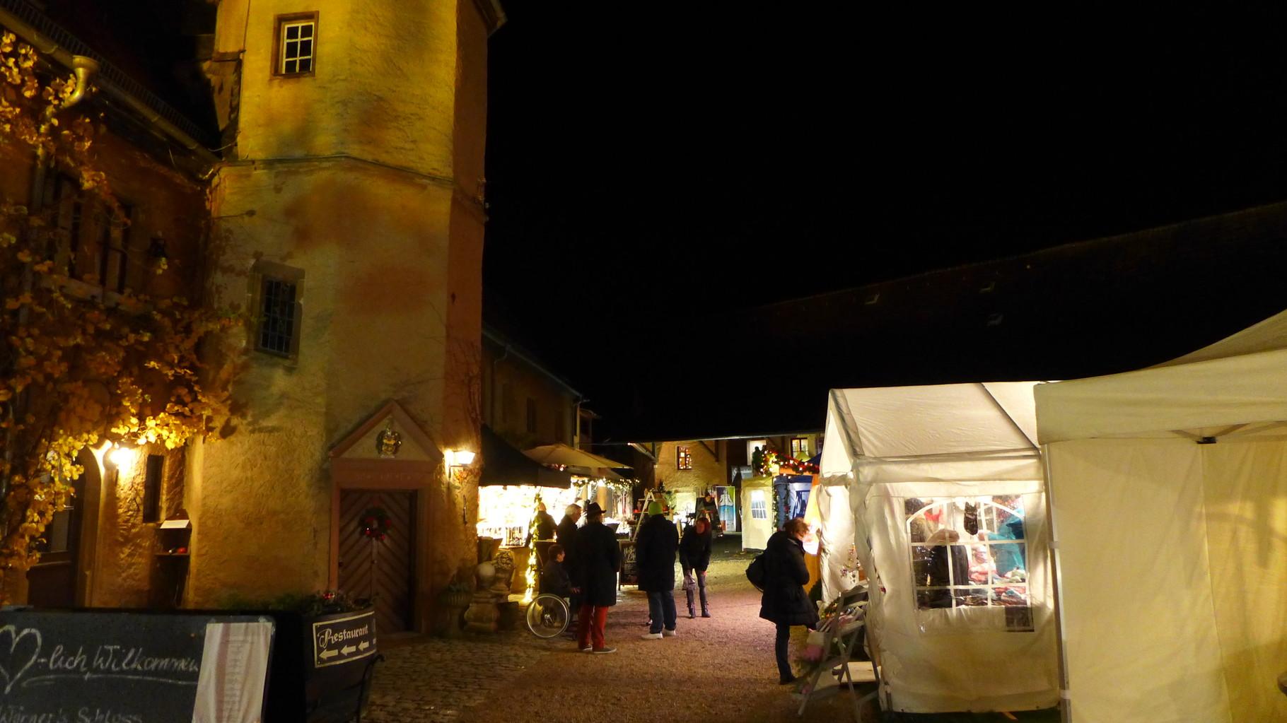Weihnachtsmarkt Würzburg.Weihnachtsmarkt Schloss Wörners Hut Salon Fuchs Würzburg