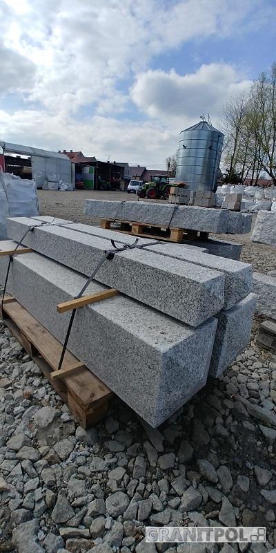Pfosten aus polnischem Granit
