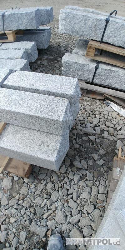 Polnische Pfosten aus Granit