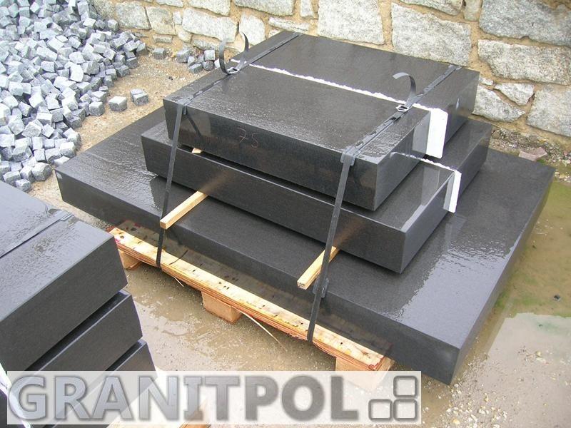 blockstufen aus granit natursteine aus polen und schweden. Black Bedroom Furniture Sets. Home Design Ideas