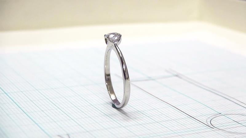 Ptダイヤモンドの婚約指輪