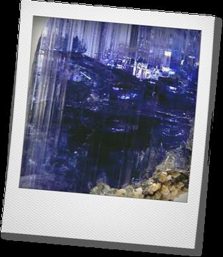 タンザナイトの原石