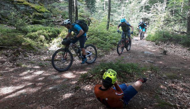 Biker und Fotograf in Action