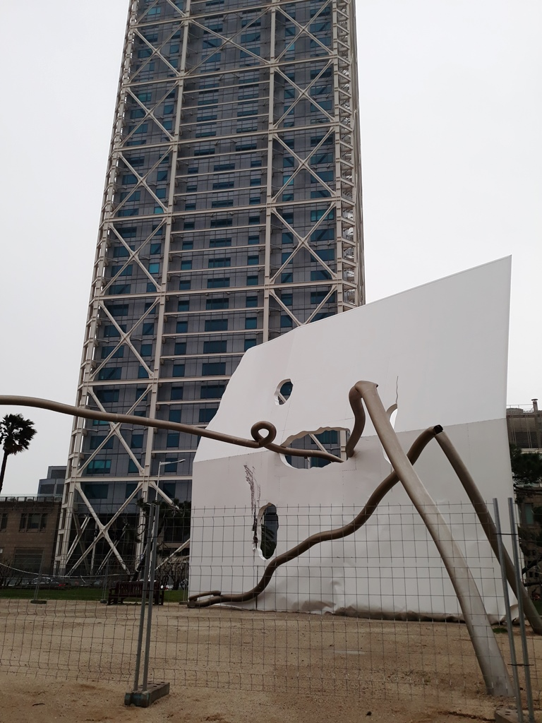 "Уличная скульптура Барселоны. ""Давид и Голиаф"""