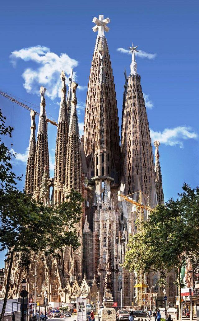 Храм Святого Семейства (Саграда Фамилия) в Барселоне. Антонио Гауди  - индивидуальные экскурсии