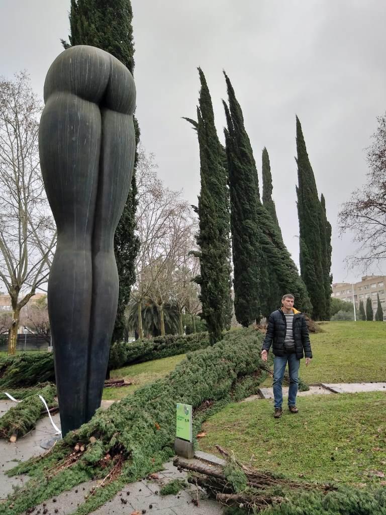 "Скульптура ""Попа"" в Барселоне"