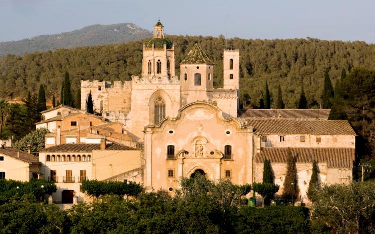 Монастырь Сантес Креус (Santes Creus) в Каталонии