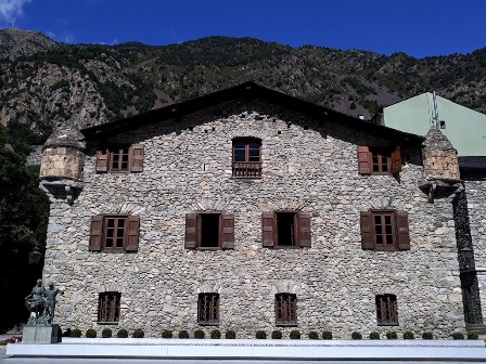 Дом Долин (Casa de la Vall) в Андорре