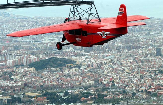 Красный самолет парка Тибидабо