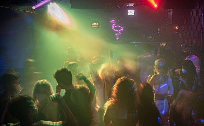 С пятницы в Каталонии откроются дискотеки
