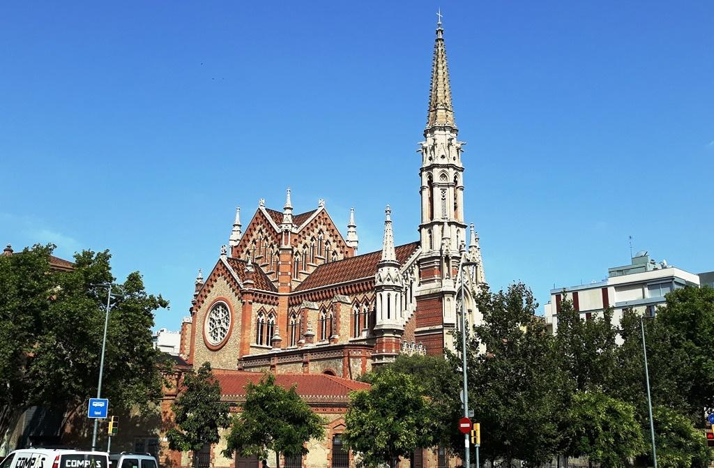 Церковь и монастырь Сестер Салезианок в Барселоне