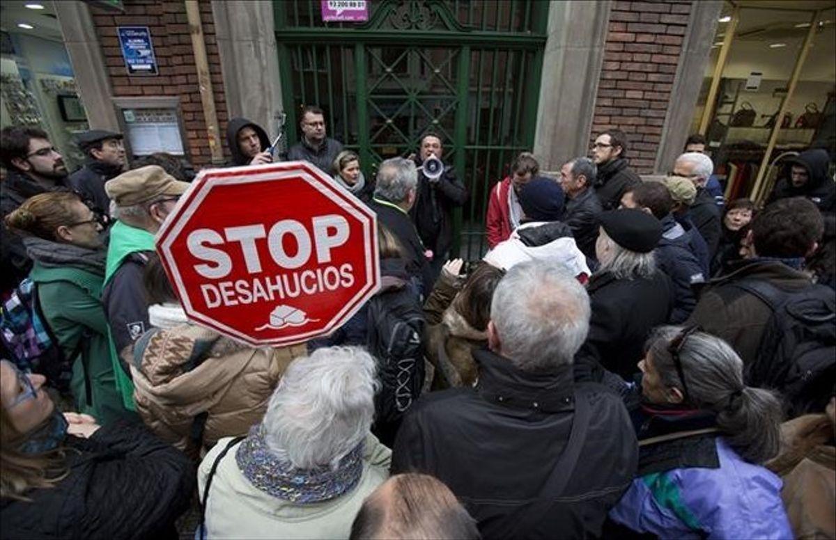 """""""Социальный щит"""" правительства Испании продлен до октября"""