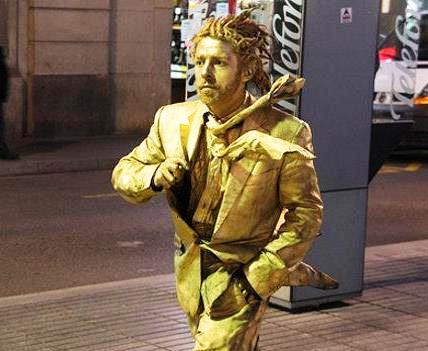 Живые статуи на бульварах Рамблас в Барселоне