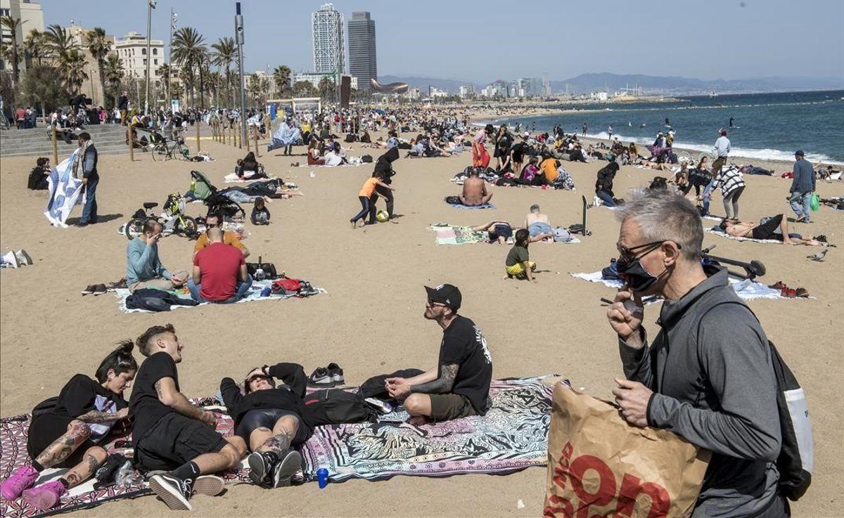 Загорать на пляжах Каталонии в маске не придется