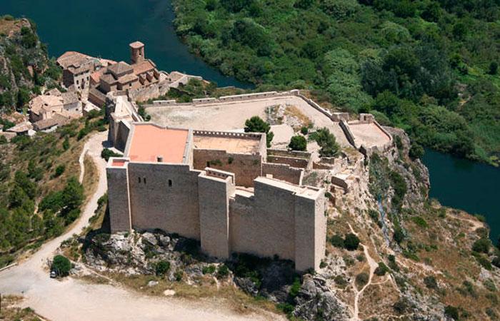 замок миравет, Каталония