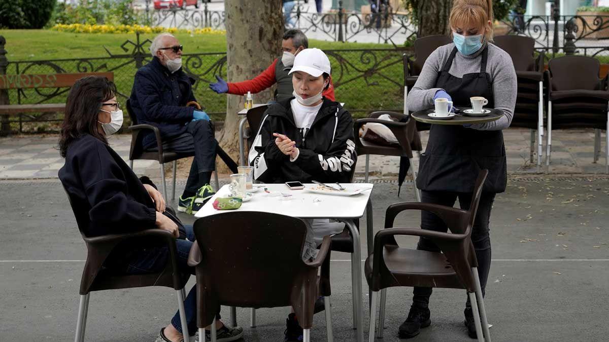 Кастилия-Ла-Манча откажется от масок на открытом воздухе уже в июне