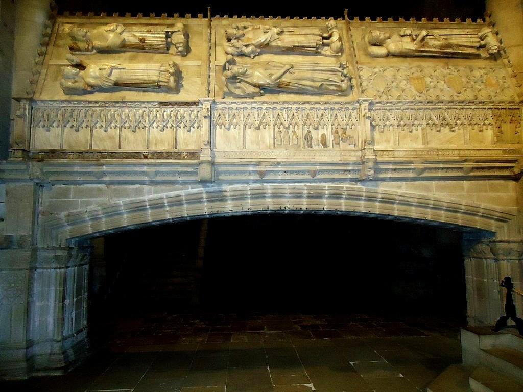 Королевский пантеон в монастыре Поблет (Каталония)