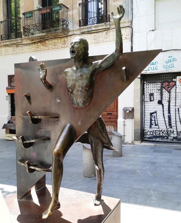 La Colometa - памятники и скульптуры Барселоны