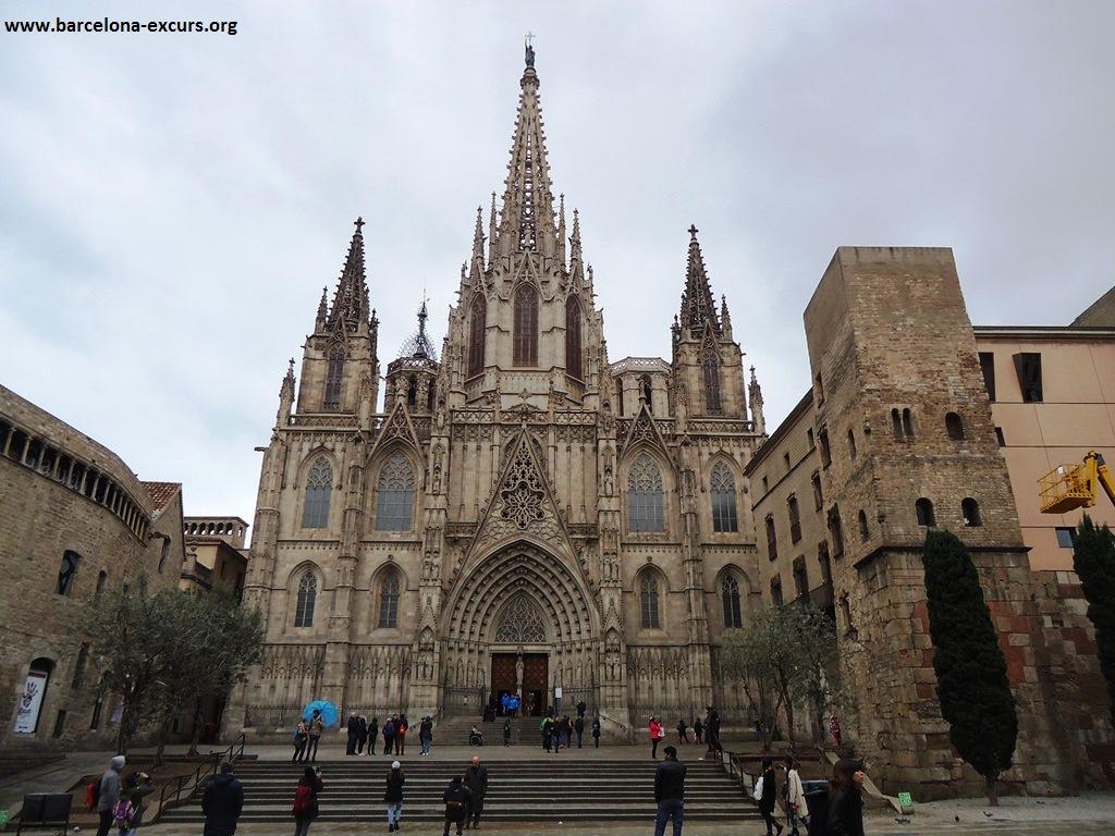Короли и шуты в кафедральном соборе Барселоны